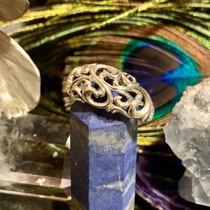 Jewelry - Vintage sterling silver scroll ring. Timeless!